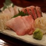 秋田番屋酒場 - 料理写真:少し厚めに切った漁師風刺身をご堪能ください。