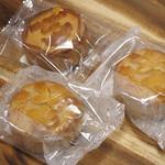 ウェイウェイズ カフェ - 杏仁月餅