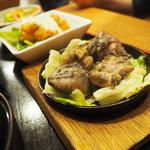 宮崎料理 万作 - 霧島鶏の炭火焼き