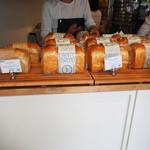 88888563 - 食パンが並べられています