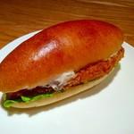 サパンジ - 魚のフライのバーガー