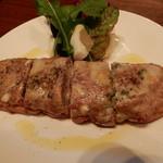 ラ ボッテガ デル オーリオ - サルシッチャとゴルゴンゾーラのせトースト、フィレンツェのワインバースタイル