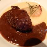 ラ ボッテガ デル オーリオ - 豪州産仔牛ほほ肉、胡椒をきかせてほっこり柔らか赤ワイン煮込みフィレンツェ伝統定番料理