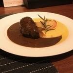 ラ ボッテガ デル オーリオ - 豪州産仔牛ほほ肉、胡椒をきかせてほっこり柔らか赤ワイン煮込み