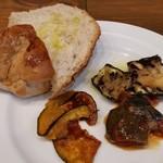 88898897 - パンと前菜の盛り合わせ。