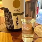 スタンドバーオレンジ - 日本酒は厳選されたもの。「美丈夫」(高知県)。