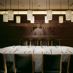 ブラッスリー ポール・ボキューズ 銀座 - カーテンで仕切られた半個室は8~10名様。