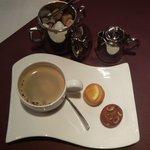 "frigerio - 南堀江フレンチ""frigerio cuisine francaise""ワンプレートランチセットの食後のお飲物ホットコーヒーと小菓子"