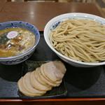 次念序 - 料理写真:つけめん特盛+肉盛り1300円
