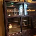88902916 - 古い家具がたくさん!