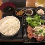 日本酒原価酒蔵 - 鶏もも肉の山椒焼き御膳