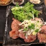 日本酒原価酒蔵 - 鶏もも肉山椒焼きアップ
