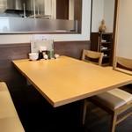 とんかつ葉月 - テーブル席