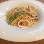 イタリア料理とワイン MARE VIGNA - スルメイカとオクラのオイルパスタ
