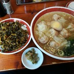 88907602 - ワンタン麺と高菜ご飯のセット 850円+税
