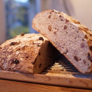 店主ジーザスが作る自家製パン【ジーパン】