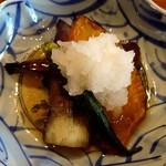 茶亭 椿 - ナスとカボチャとオクラの揚げびたしのアップ