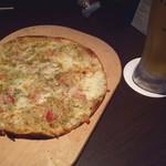 KICHIRI - 蟹ピザうまい!他にもサラダとかカルパッチョとかもいただきました!