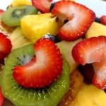 ボンダイ コーヒー サンドウィッチーズ - フレンチトースト+フルーツトッピング