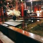 日本料理 花遊膳 - ゴージャスな店内かなり広い