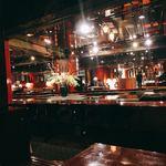 日本料理 花遊膳 - バブリーな店内