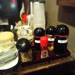 Menyaguumotonari - 紅しょうが、高菜、にんにくなどのスパイス類