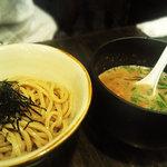 Menyaguumotonari - 超絶こってり味な「つけ麺」麺の太さ極太です