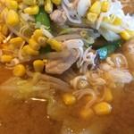 88920820 - 「ウルトラジャンボラーメン」接写。熱々のスープの味噌ダレは、2種類の味噌をブレンドして作り出しているとのことだ。味噌ならではの甘い芳香に鼻をくすぐられる。