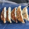 揚げ物のおおしお - 料理写真:焼き餃子  (焼きたて)