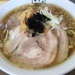 麺屋 翔 - 煮干しラーメン(背脂あり・+チャーシュー)
