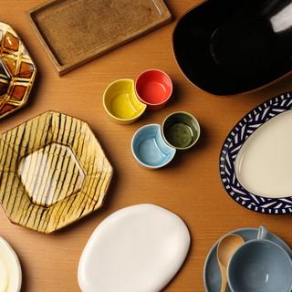 料理を彩ってくれるお皿は有田焼で