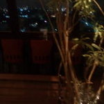 ノーチェ - お店の中央にベンチが・・・