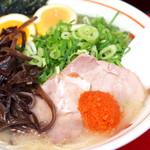 長浜屋台 やまちゃん - 豚骨スープに明太子… どうかなと思ったが、この塩気が良いアクセントになるんです!