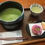 88933094 - 松江和菓子と飲み物のセット                       抹茶・吉野桜
