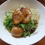 旬麺晴れる家 - 冷麺 半熟玉子のせ ¥880