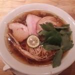 88933615 - 醤油の純鶏ソバ(800円)
