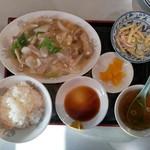 蓬莱 - 料理写真:炒肉片定食