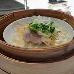 大阪 聘珍樓 - 塩漬けレモン・ニンニクの豚肩ロース肉野菜巻蒸し