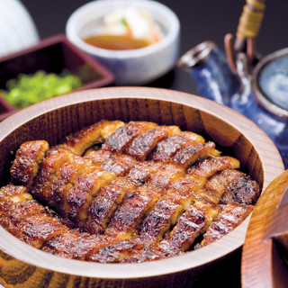 日本酒で一献。美味しいうなぎと銘酒をお楽しみ下さい。