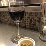 ワイン食堂 八十郎 - 赤ワインとお通し