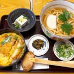 銀座 木屋 - カツ丼セット(¥1080)。うどんは温/冷いずれかを選べる
