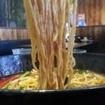 凛として - 辣辣麺840円の激辛 麺アップ
