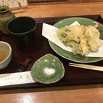 大喜多 - 最初に提供される天ぷら8品です。
