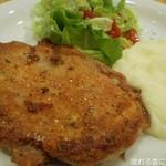 88948173 - 鶏もも肉のグリル(ロシアンマッシュポテト付)