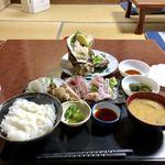 魚平食堂 - 刺身定食+鹿嶋産特大岩ガキ