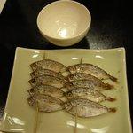 8895249 - 「じんだご」という魚の小ささと比較するためオチョコを置きました。