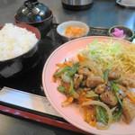 ひだまり亭 - 料理写真:日替わり定食(チンジャオロース)500円