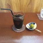 ジャム cafe 可鈴 - 食後のアイスコーヒー&サービスの青梅の甘露煮