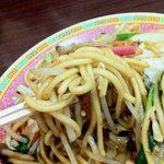 万里 - チャンポン麺の炒めそば風です。こちらもまずまず美味しい中華食堂系の皿うどんです。
