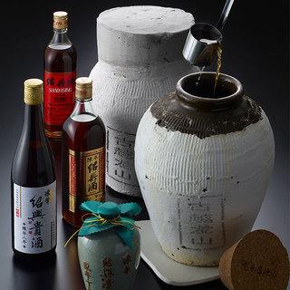 甕熟成紹興酒をはじめ、料理の味を引き立てる紹興酒を多数ご用意